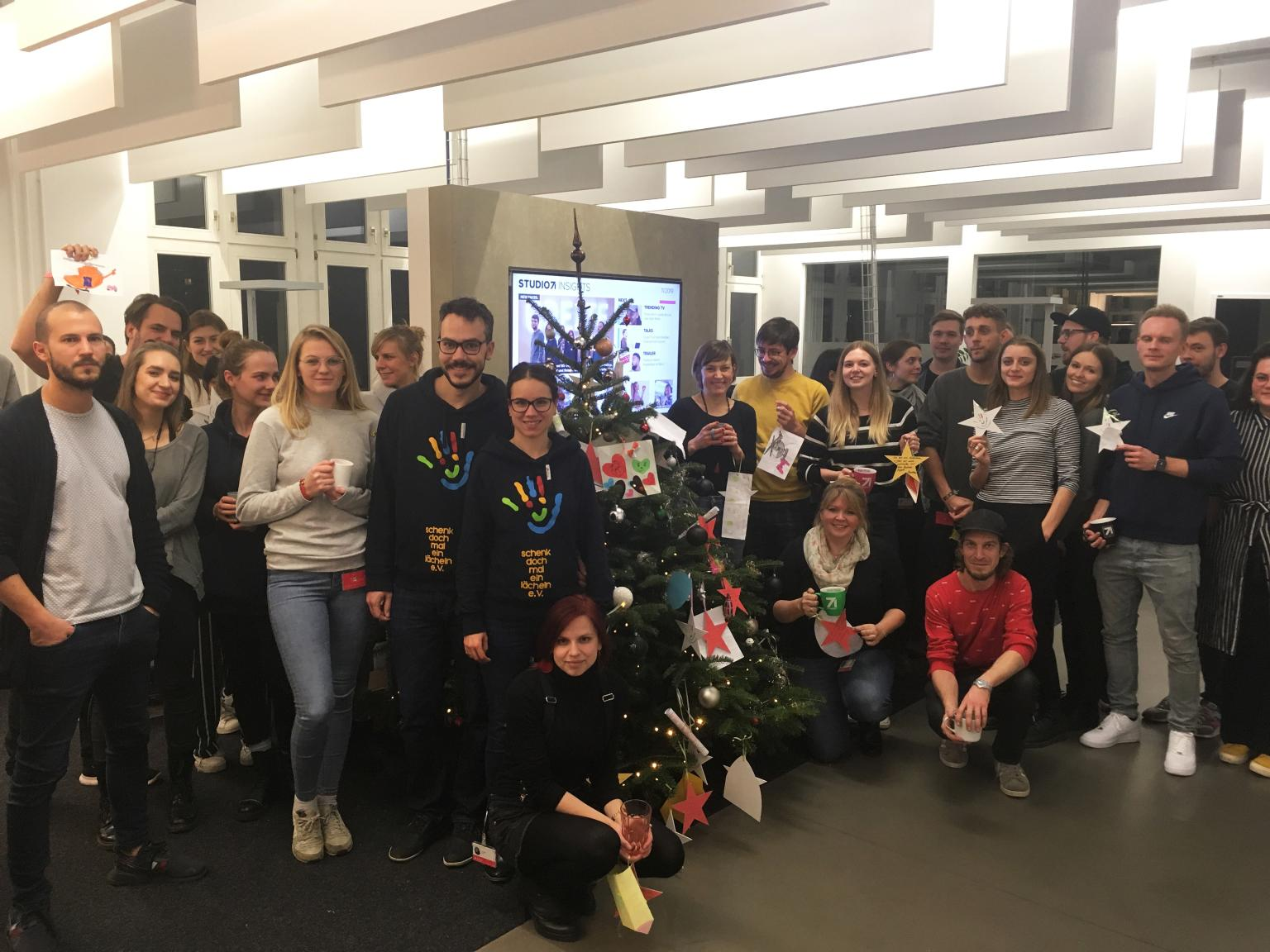 Wunschbaum-Aktion: Studio71 erfüllt Kindern Weihnachtswünsche